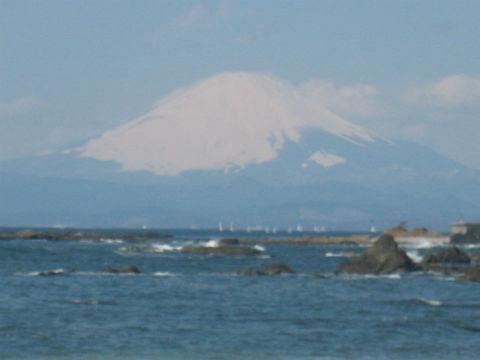 一色海岸からの富士山